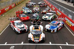 Bathurst 12 Hour drivers group photo