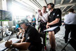 #7 BMW Team SRM, BMW M6 GT3: Mark Skaife