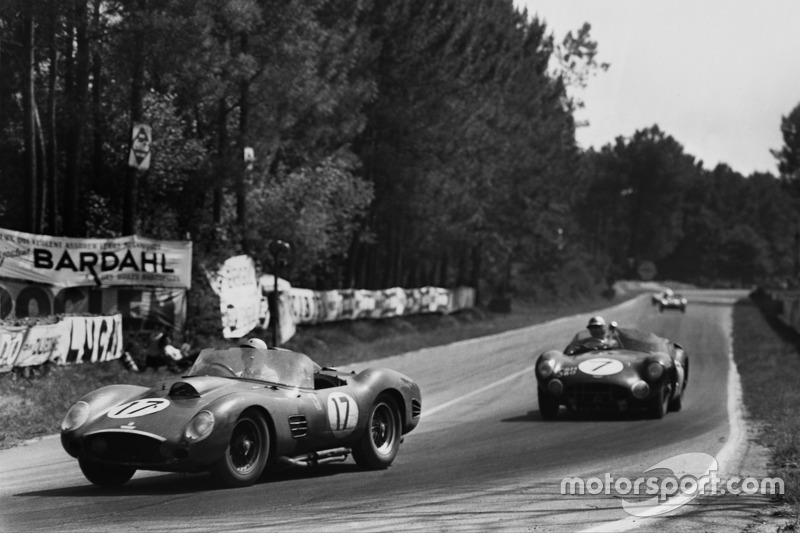 Ricardo Rodríguez, Andre Pilette, Ferrari 250 TR59, lidera a Jim Clark, Roy Salvadori, Aston Martin DBR1/30
