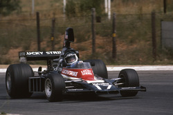 Jean-Pierre Jarier, Shadow DN5B