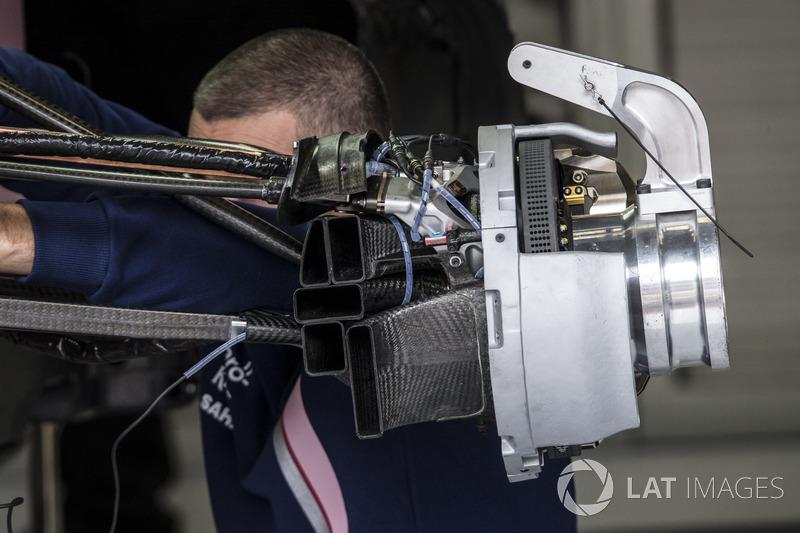 Sahara Force India VJM10 front wheek hub detail