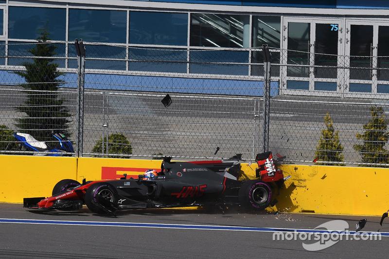 Accrochage pour Romain Grosjean, Haas F1 Team VF-17