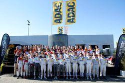Gruppenfoto: Fahrer der GT-Masters-Saison 2017