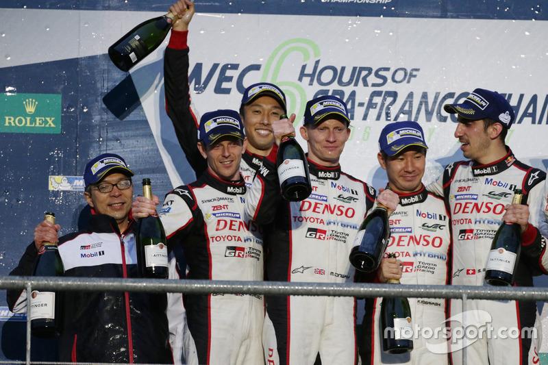 Podium LMP1: race winners Anthony Davidson, Sébastien Buemi, Kazuki Nakajima, Toyota Gazoo Racing, second place Mike Conway, Kamui Kobayashi, Toyota Gazoo Racing