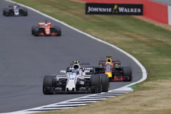 Lance Stroll, Williams FW40, Daniel Ricciardo, Red Bull Racing RB13, Fernando Alonso, McLaren MCL32 e Kevin Magnussen, Haas F1 Team VF-17