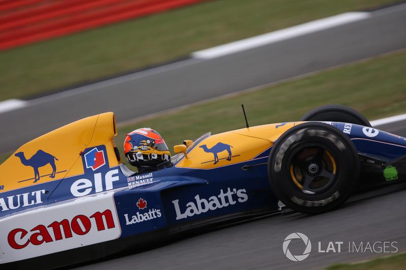 Карун Чандок за рулем Williams FW14B Renault