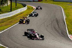 Esteban Ocon, Sahara Force India F1 VJM10, Daniel Ricciardo, Red Bull Racing RB13, Valtteri Bottas,