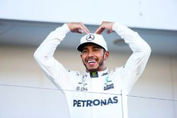 Race winner Lewis Hamilton, Mercedes AMG F1 with the Mobot