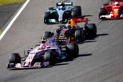 Esteban Ocon, Sahara Force India F1 VJM10, Daniel Ricciardo, Red Bull Racing RB13, Valtteri Bottas,