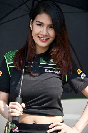 Девушка Kawasaki Puccetti Racing