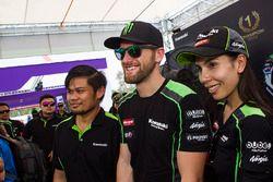 Tom Sykes, Kawasaki Racing con dei tifosi Kawasaki