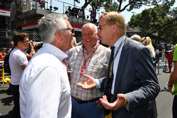 Derek Warwick, FIA Steward, Dieter Rencken, Journalist and Ari Vatanen