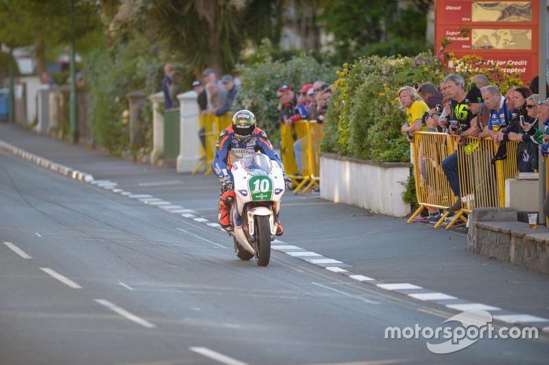 Lightweight TT: 3. Platz - Peter Hickman, KMR Kawasaki / IEG Racing