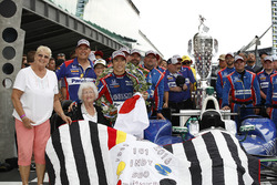 Winner Takuma Sato, Andretti Autosport Honda and the quilt lady