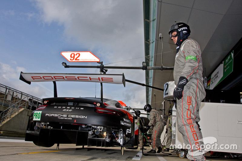 رقم 92 فريق بورشه 911 آر إس آر: مايكل كريستنسن، كيفن إستر