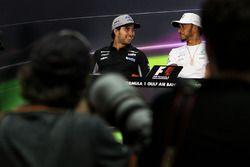 Серхио Перес, Sahara Force India F1, и Льюис Хэмилтон, Mercedes AMG F1