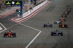 Sebastian Vettel, Ferrari SF70H, Valtteri Bottas, Mercedes AMG F1 W08, Lewis Hamilton, Mercedes AMG