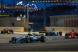 Valtteri Bottas, Mercedes F1 W08; Sebastian Vettel, Ferrari SF70H; Lewis Hamilton, Mercedes F1 W08;