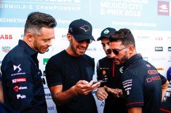 Jean-Eric Vergne, DS TECHEETAH, Andre Lotterer, DS TECHEETAH, Jose Maria Lopez, GEOX Dragon Racing, Penske EV-3 laugh at a phone