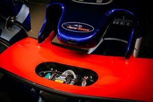 Detalle del alerón delantero del STR14 de Scuderia Toro Rosso