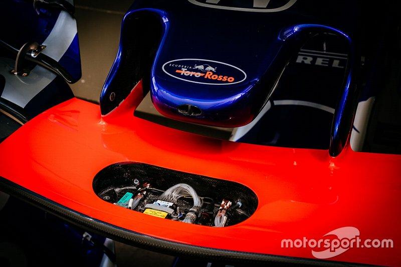 Scuderia Toro Rosso STR14 ön kanat