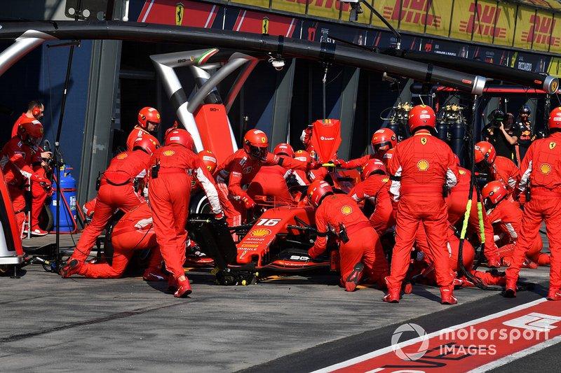 Charles Leclerc, Ferrari SF90, effettua la sosta