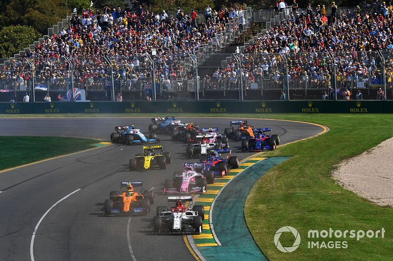 Kimi Raikkonen, Alfa Romeo Racing C38, leads Lando Norris, McLaren MCL34, Sergio Perez, Racing Point RP19, Alexander Albon, Toro Rosso STR14, Daniel Ricciardo, Renault F1 Team R.S.19 with a broken wing, and the remainder of the field at the start