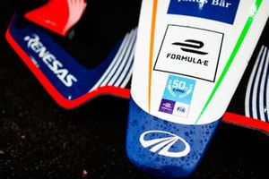 La nariz de Mahindra Racing, M5 Electro con calcomanía especial logo de 50 ePrix