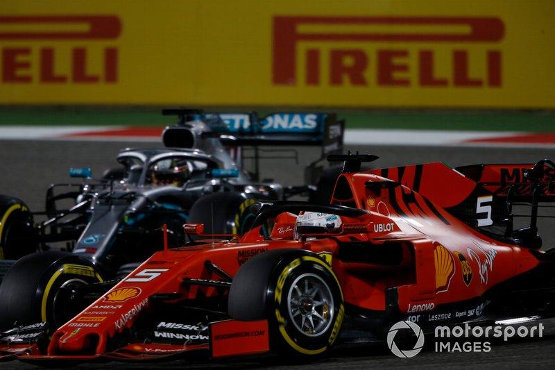 Sebastian Vettel, Ferrari SF90, lotta con Lewis Hamilton, Mercedes AMG F1 W10