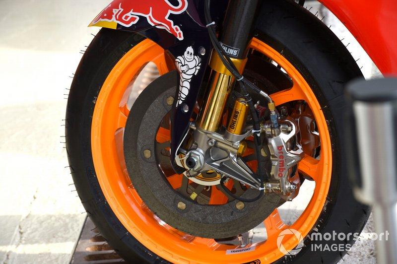 Detalles de los frenos de la moto Honda