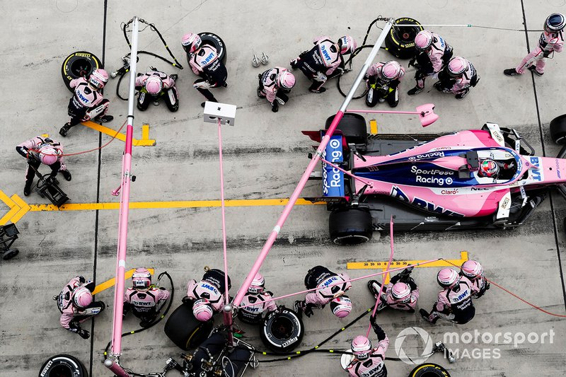 Sergio Perez, Racing Point RP19, hace un pitstop