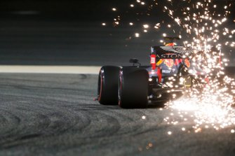 Vonken bij Max Verstappen, Red Bull Racing RB15