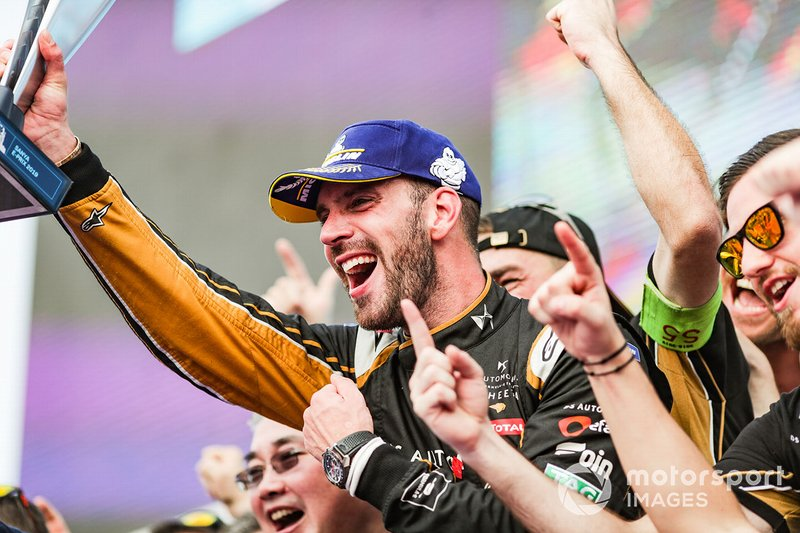 Jean-Eric Vergne, DS TECHEETAH, celebrates victory with the team