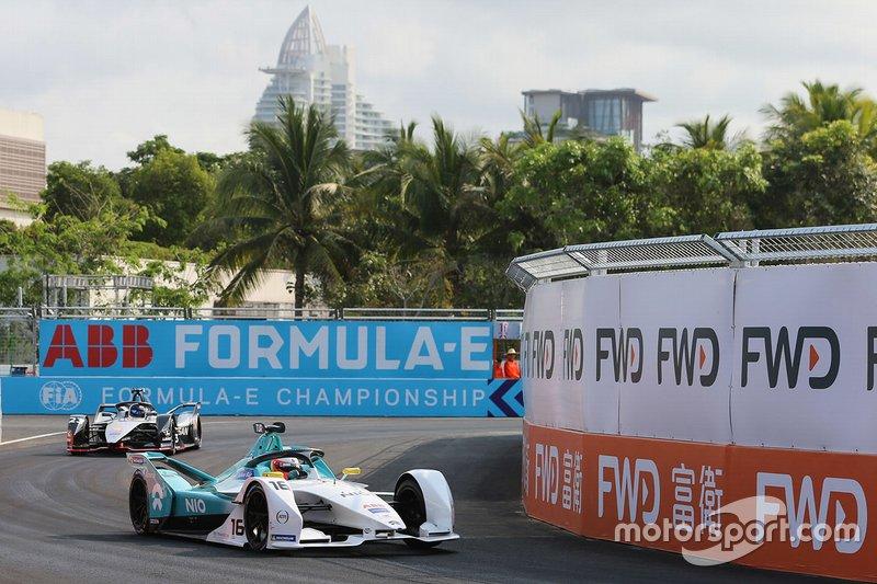 Oliver Turvey, NIO Formula E Team, NIO Sport 004 leads Sébastien Buemi, Nissan e.Dams, Nissan IMO1