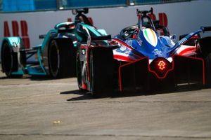 Jérôme d'Ambrosio, Mahindra Racing, M5 Electro follows Nelson Piquet Jr., Jaguar Racing, Jaguar I-Type 3