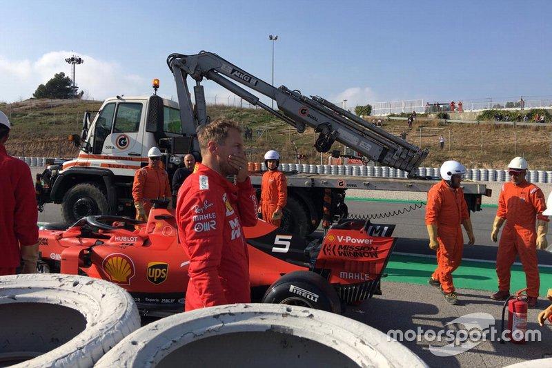 Sebastian Vettel, Ferrari SF90 s'arrête en bord de piste