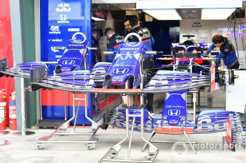Front wings for the Toro Rosso STR14