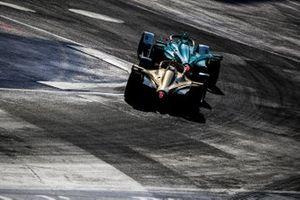 Oliver Turvey, NIO Formula E Team, NIO Sport 004 leads Jean-Eric Vergne, DS TECHEETAH, DS E-Tense FE19
