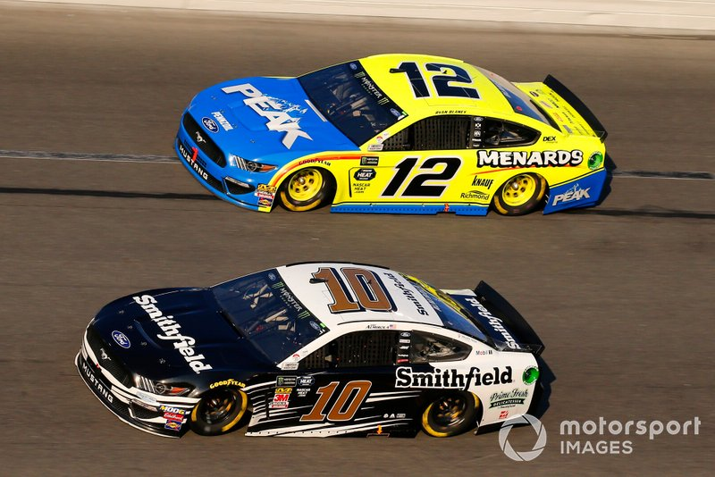 Aric Almirola, Stewart-Haas Racing, Ford Mustang Smithfield and Ryan Blaney, Team Penske, Ford Mustang Menards/Peak