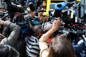 Daniel Ricciardo, Renault F1 Team amongst the media scrumb