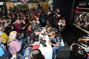 Autograph session atmosphere