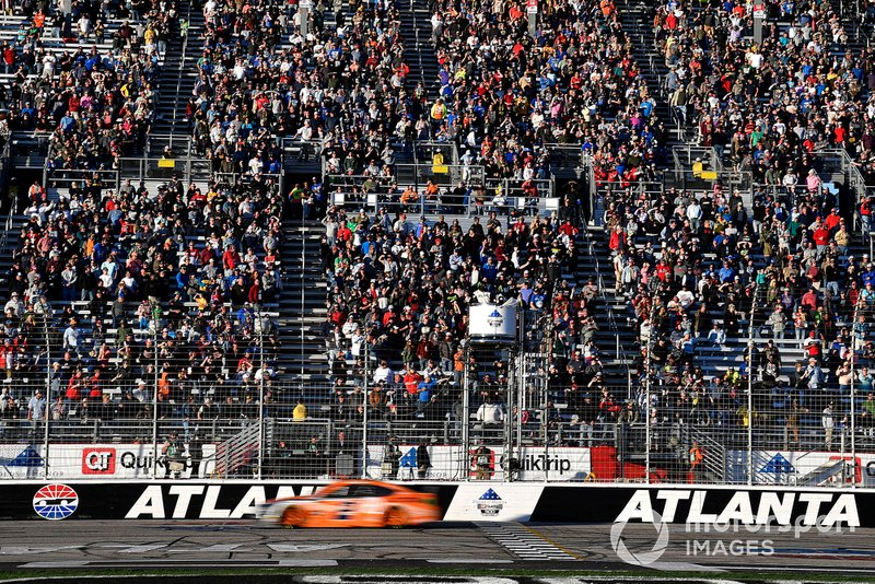Na NASCAR, as etapas de Atlanta e Miami foram adiadas