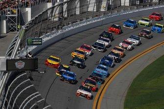 Matt DiBenedetto, Leavine Family Racing, Toyota Camry Procore, führt