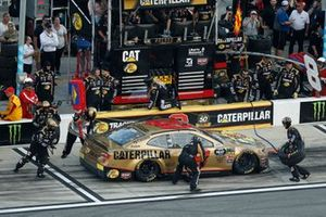 Daniel Hemric, Richard Childress Racing, Chevrolet Camaro Bass Pro Shops / Caterpillar, pit stop