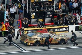 Daniel Hemric, Richard Childress Racing, Chevrolet Camaro Bass Pro Shops / Caterpillar, pit stop