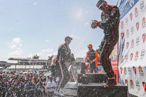Josef Newgarden, Team Penske Chevrolet, Will Power, Team Penske Chevrolet, Scott Dixon, Chip Ganassi Racing Honda celebrate with champagne on the podium