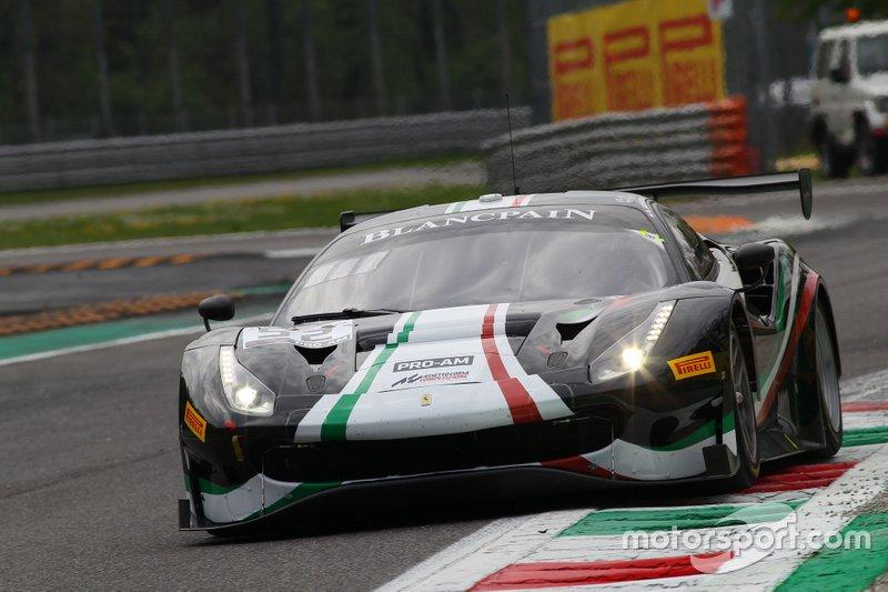#52 AF Corse Ferrari 488 GT3: Niek Hommerson, Louis Machiels, Andrea Bertolini