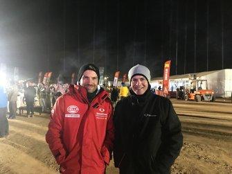 Diego Vallejo y Sergio Vallejo en el vivac del Dakar