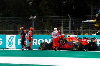 Alex Albon, Red Bull RB15 crashes in FP2
