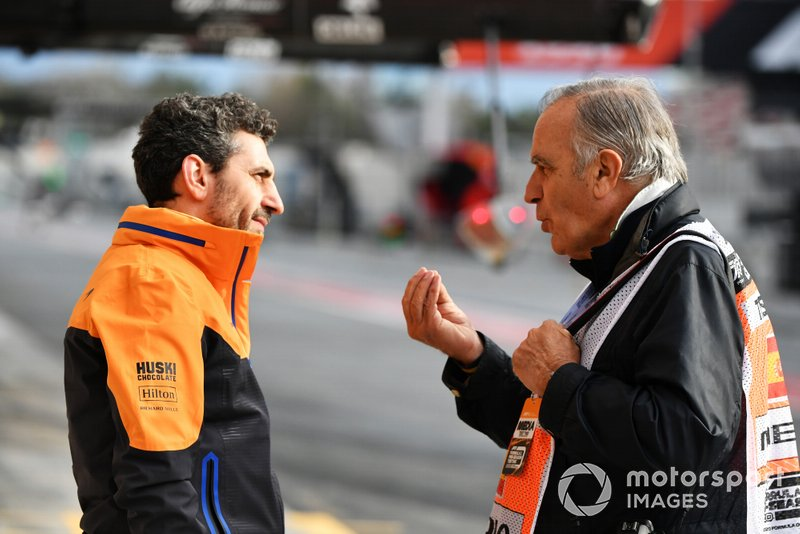 Andrea Stella, Race Engineer, McLaren chats with Giorgio Piola, Technical Artist